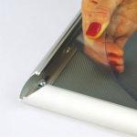 Zastitna folija na aluminijumskom klik klak poster rama 25mm