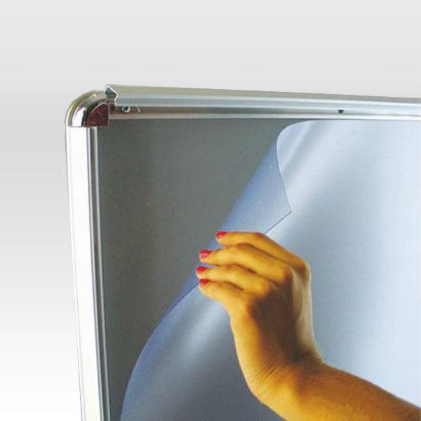 Sistem izmene postera na ramu profila 32mm