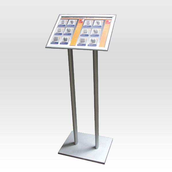 Stajaca info tabla na dva stuba i klik klak ramom na vrhu