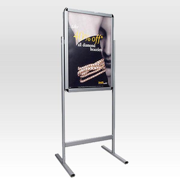 Stajaca poster tabla sa otvorenim okvirom