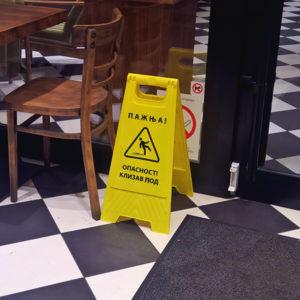 """Table upozorenja """"Pažnja - klizav pod"""""""