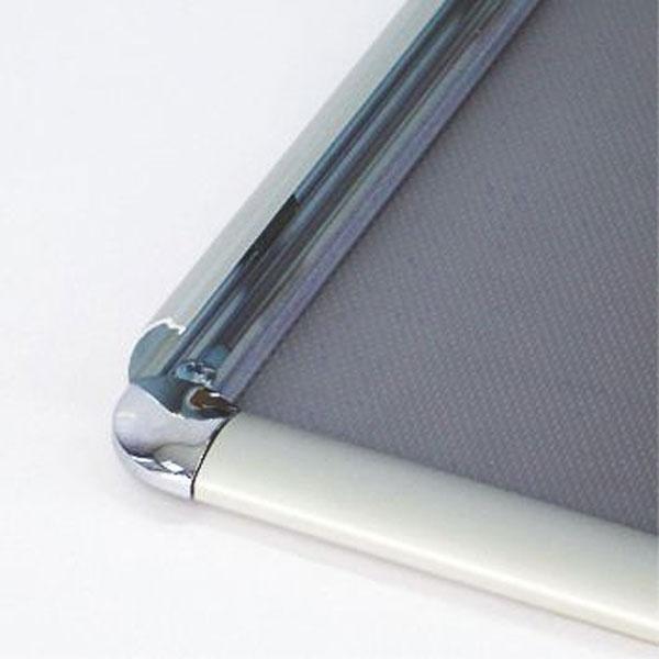 Aluminijumski klik klak ramovi za postere sa ukrasnim (rondo) uglovima, profil 25mm, sistem otvaranja