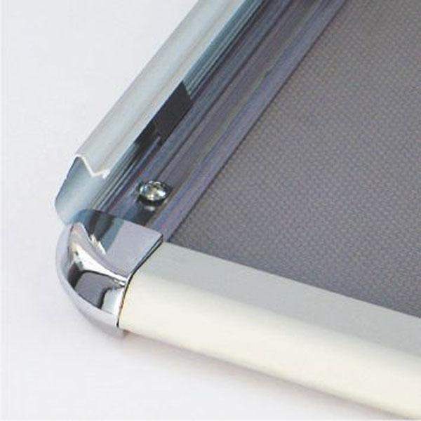 Aluminijumski klik klak poster ram sa ukrasnim (rondo) uglovima, profil 32mm, sistem otvaranja