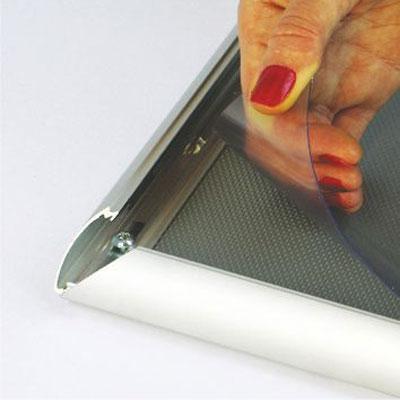 Aluminijumski klik klak poster ram, profil 25mm – zaštitna folija